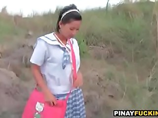 Asian schoolgirl sucks in the bushes