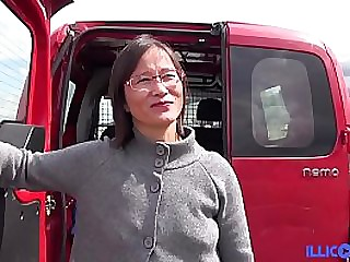 Asian Milf assfudked in the back of the truck