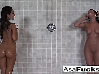 Asian babe fucks her sexy friend